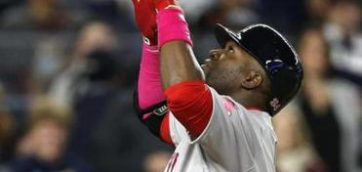 Red Sox bats stay hot at Fenway