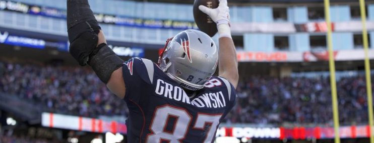 Gronk talks Titans and Brady