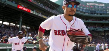 Betts wall-ball in the 9th gives Sox come from behind win !